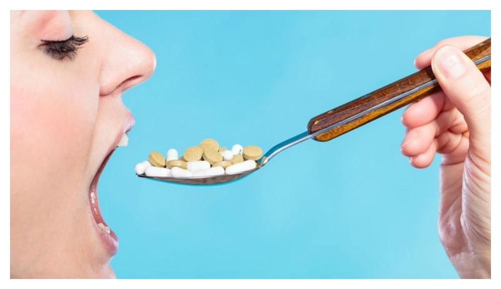 Vrouw met vitamine lepel.jpg